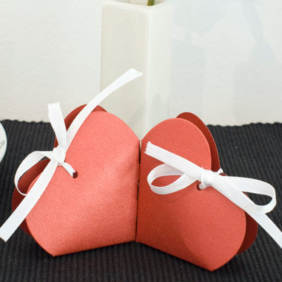 heart shaped wedding favour box